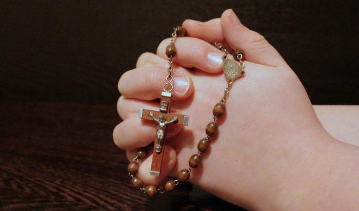 rosary-1211064_1920.jpg