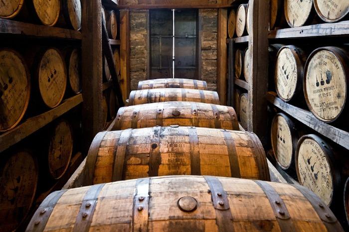 distillery-barrels-591602_1280