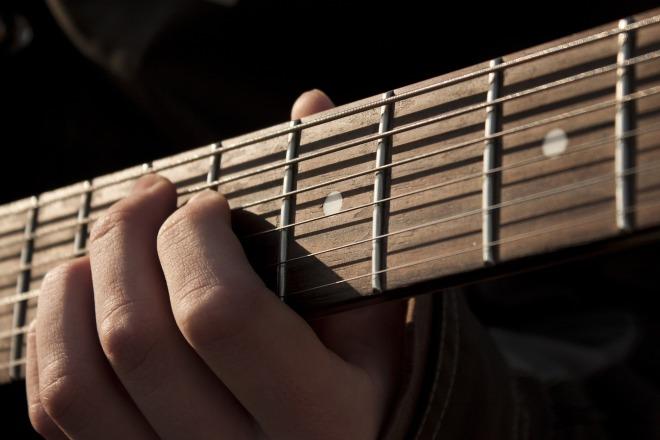 guitar-1180744_1920