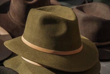 hat-1882816__340