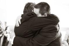 hugging-571076__340