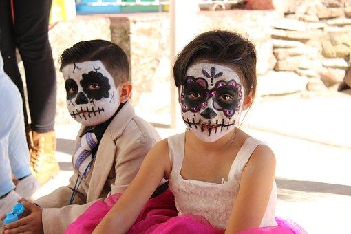 halloween-costume-1796379__340