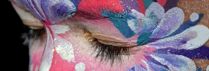 make-up-2137800__340-2