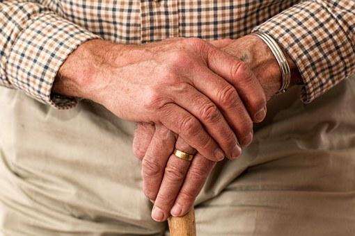 hands-981400__340-2