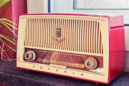 radio-3623299__340