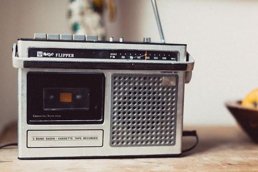 radio-821602__340